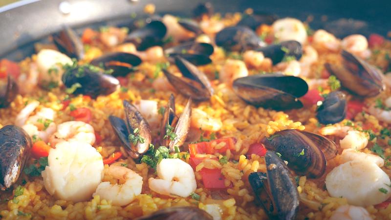 Rezepte Für Den Camping-Grill – Teil 1: Meeresfrüchte-Paella [Sponsored]